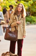 Rose Byrne In character as Gloria Steinem as she is filming Mrs. America on the upper east side