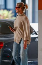 Cameron Diaz Goes to lunch with a friend at Eataly L.A.
