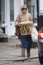 Claudia Schiffer Spotted out shopping in Notting Hill