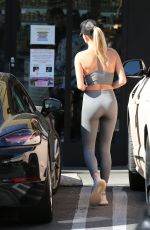 Hailey Baldwin At Earthbar in West Hollywood