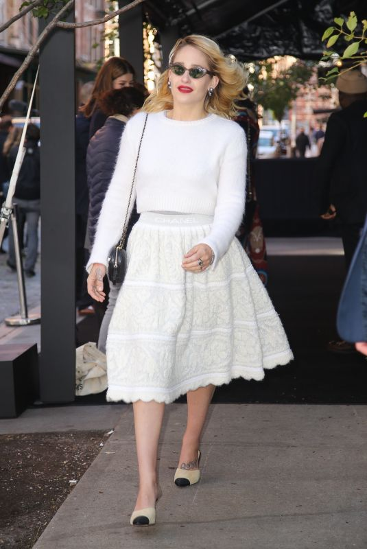 Jemima Kirke Seen looks flawless in white outfit