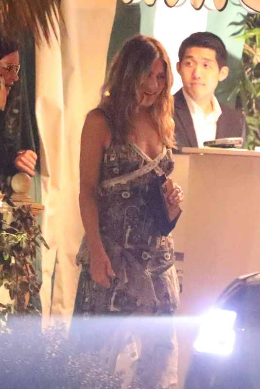 Jennifer Aniston Grabs dinner at the San Vicente Bungalows after attending a SAG Foundation event in West Hollywood