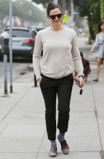Jennifer Garner Goes for her coffee run in Santa Monica