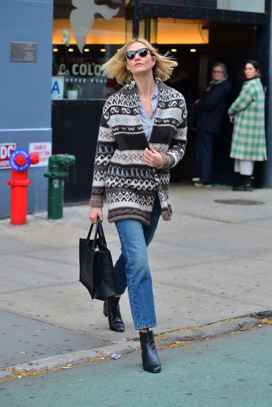 Karlie Kloss Out for lunch in NYC