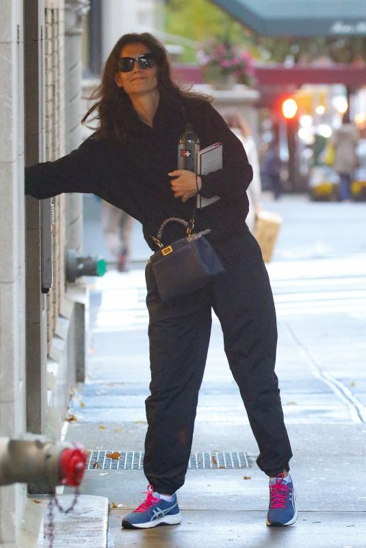 Katie Holmes Arriving home in NYC