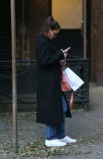 Katie Holmes Does some shopping in Midtown Manhattan