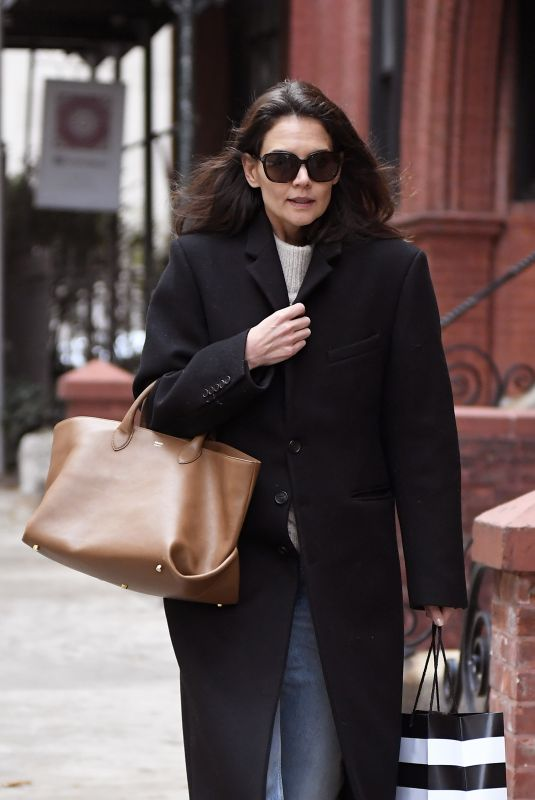 Katie Holmes Shopping in NYC