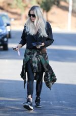 Khloe Kardashian Out & about in Van Nuys