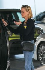 Reese Witherspoon Going to a meeting in Beverly Hills