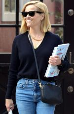 Reese Witherspoon Seen leaving the Country Mart in Brentwood