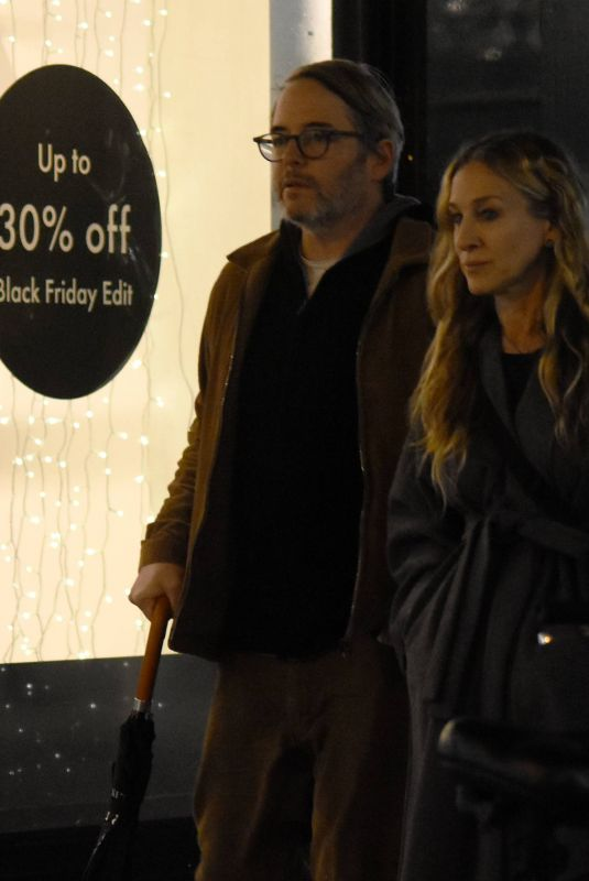 Sarah Jessica Parker Spotted out amongst the Christmas shoppers in Dublin City Centre