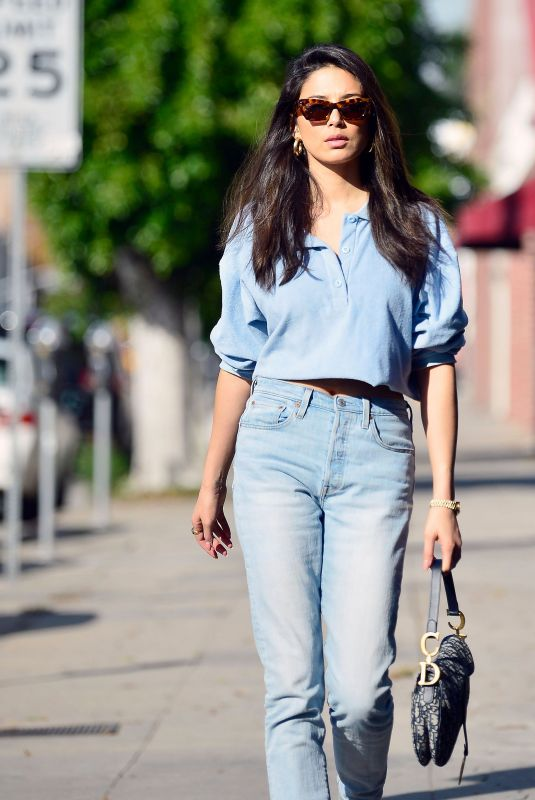 Jessica Gomes Visits her agency in Los Angeles