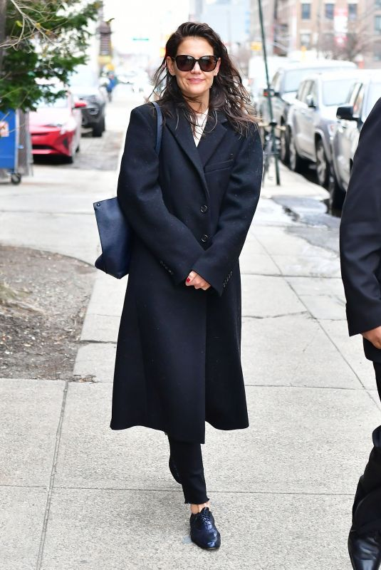 Katie Holmes Seen smiling on an early morning in New York
