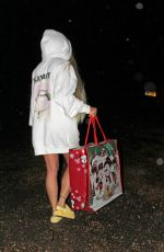 Katie Price aka Jordan returns home from a little last minute Christmas shopping