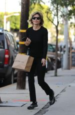 Lisa Rinna Purchases last-minute Christmas items in Beverly Hills