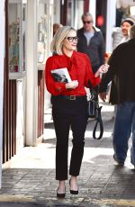 Reese Whiterspoon Stops by a local bookstore in Brentwood