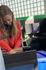 Amanda Seyfried At a Fedex in Kinko