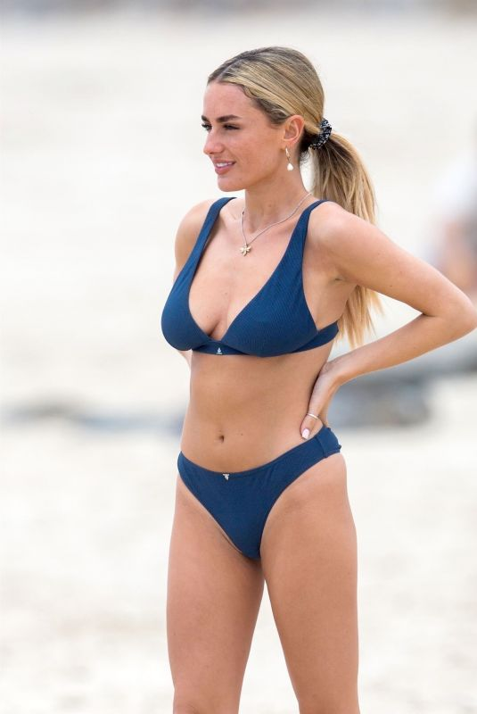 Amber Davies Spotted at the popular Brighton Beach in Adelaide