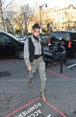 Bella Hadid Arrives at the Palais De Tokyo for Mens fashion week 2020 in Paris