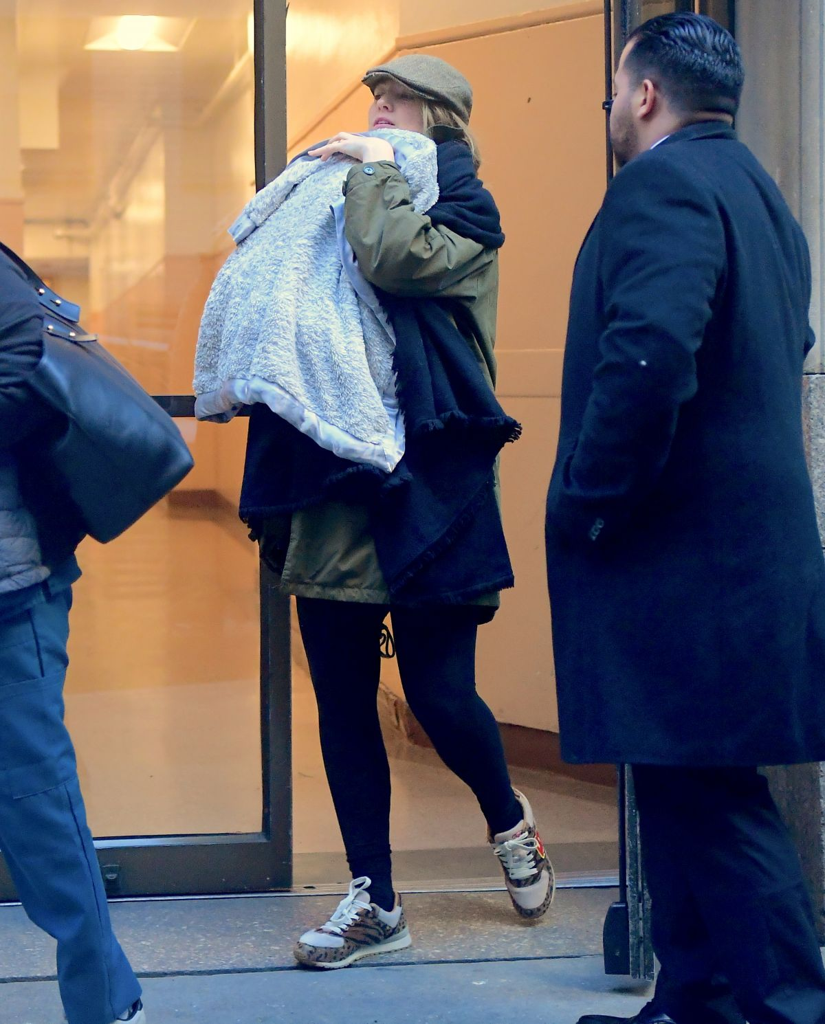 Blake Lively Seen with her newborn baby girl out for ...