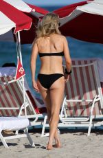 Ellie Goulding Wears a black bikini on the beach in Miami