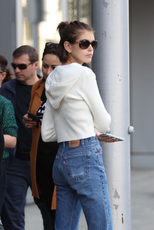 Kaia Gerber Grabs a bite at Avra Beverly Hills in Beverly Hills