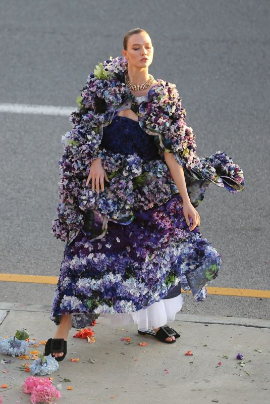 Karlie Kloss Models on the busy sidewalk during a Vogue photoshoot in downtown Los Angeles