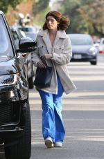 Katherine Schwarzenegger Returns to her car after lunch in Santa Monica