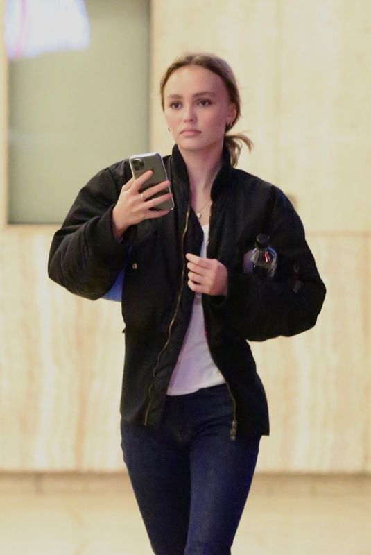 Lily-Rose Depp Catches a movie in Los Angeles