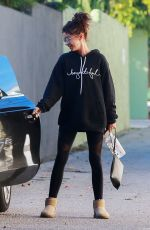 Sarah Hyland Returns to her car after a stop at her stylist