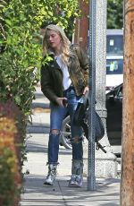 Amber Heard Arrives at her home in Los Angeles