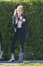 Amber Heard Meets with her stylist to prepare for the Oscars in Los Angeles