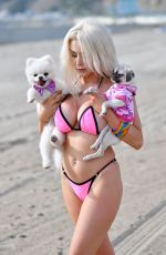 Courtney Stodden On the beach in Santa Monica