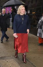 Elizabeth Moss Exiting GMA and greeting fans in New York