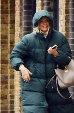 Holly Willoughby Makes a visit to her pilates class