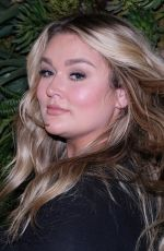 Hunter McGrady At #BlogHer20 Health, Rolling Greens, Los Angeles