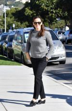 Jennifer Garner Arrives for Sunday morning church services in Pacific Palisades
