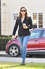 Jennifer Garner Seen picking up coffee while out running errands in Brentwood