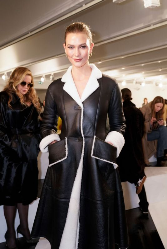 Karlie Kloss Attends the Loewe show as part of the Paris Fashion Week Womenswear Fall/Winter 2020/2021