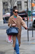 Katie Holmes Leaving her house