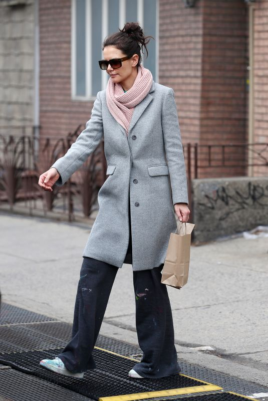Katie Holmes Steps out to an art supply store in Brooklyn New York