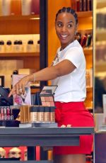 Kelly Rowland All smiles while shopping in Sydney