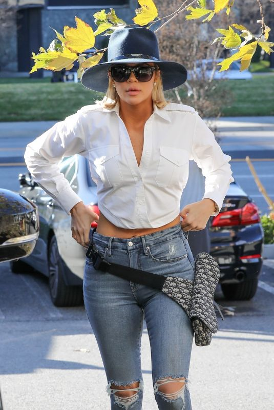 Khloe Kardashian Out and about in Woodland Hills