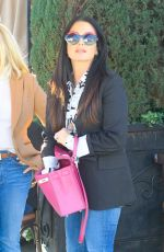 Kyle Richards Has lunch with friends in Beverly Hills