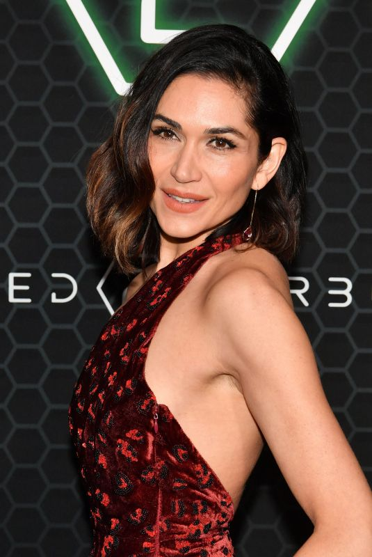 Lela Loren At