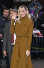 Margot Robbie Greets fans at Good Morning America in New York
