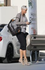 Nicole Murphy Stocks up on groceries with a run at Pavilions in West Hollywood