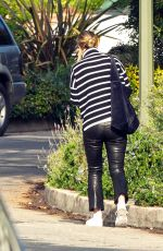 Olivia Wilde Heads to the airport in Los Angeles