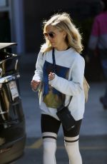 Sarah Michelle Gellar Grocery shopping in Brentwood