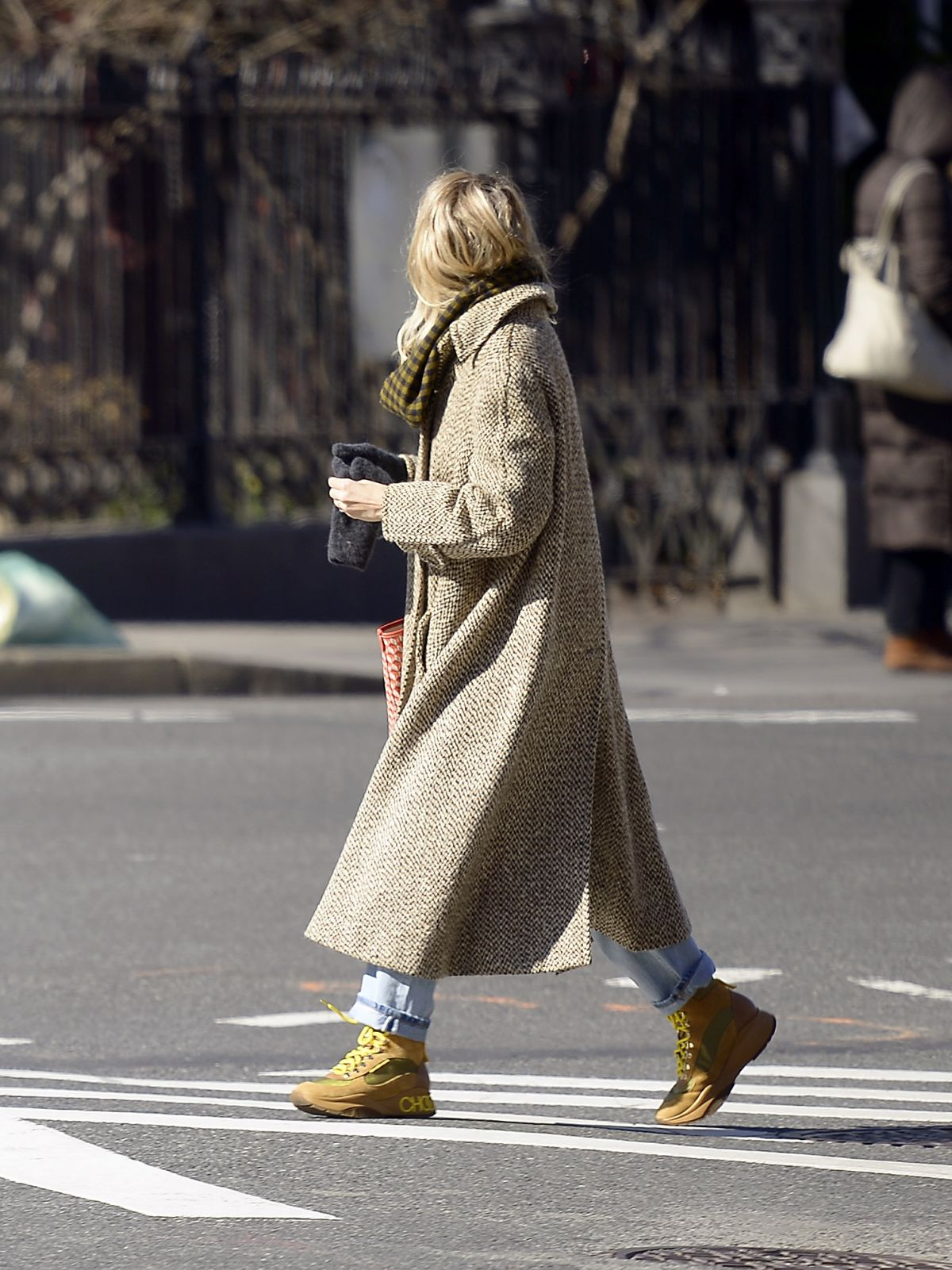 Sienna Miller Bundles Up For The Freezing New York City
